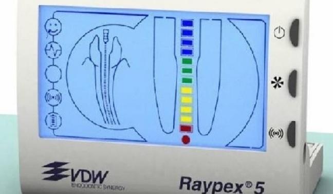Precyzyjne opracowanie i wypełnienie kanału korzeniowego.